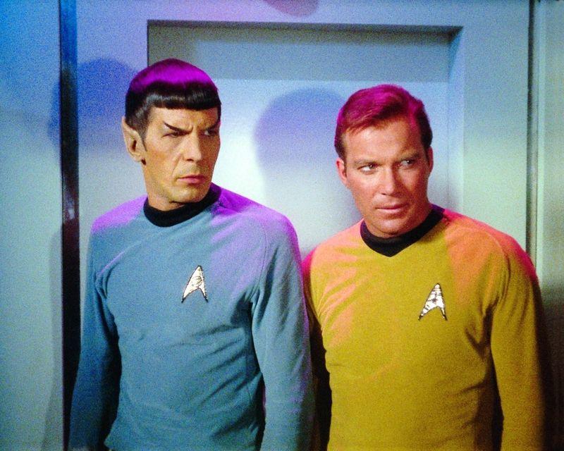 """Leonard Nimoy (Mr. Spock, links) und William Shatner (Captain Kirk) spielten 1966-1969 zusammen in der Serie """"Raumschiff Enterprise""""."""