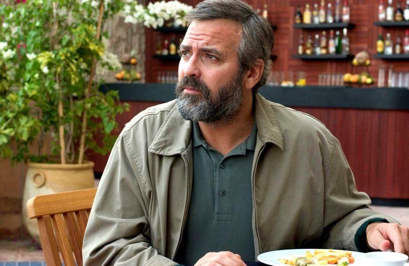 """Ob als Gentleman-Gauner in der """"Ocean's""""-Trilogie, als Astronaut in """"Gravity"""" oder als erbarmungsloser Anwalt in """"Michael Clayton"""": In seiner langen Schauspielkarriere bestach George Clooney mit einer Reihe an facettenreichen Rollen. 2005 gewann er für seinen Part in dem politischen Thriller """"Syriana"""" (Bild) sogar den Oscar als bester Nebendarsteller."""
