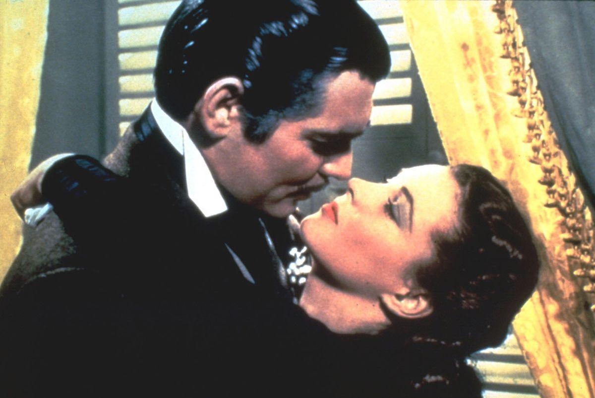 """Wollte man den idealen Filmkuss in Bronze gießen, so sähe er wahrscheinlich aus: Clark Gable und Vivien Leigh in """"Vom Winde verweht"""" gelten eben nicht von ungefähr als Leinwandtraumpaar schlechthin."""