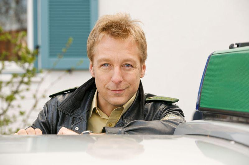 """Polizist Michael Mohr (Max Müller) ermittelt seit 2001 in der beliebten ZDF-Serie """"Die Rosenheim-Cops"""". Jetzt steht der 400. Fall an."""