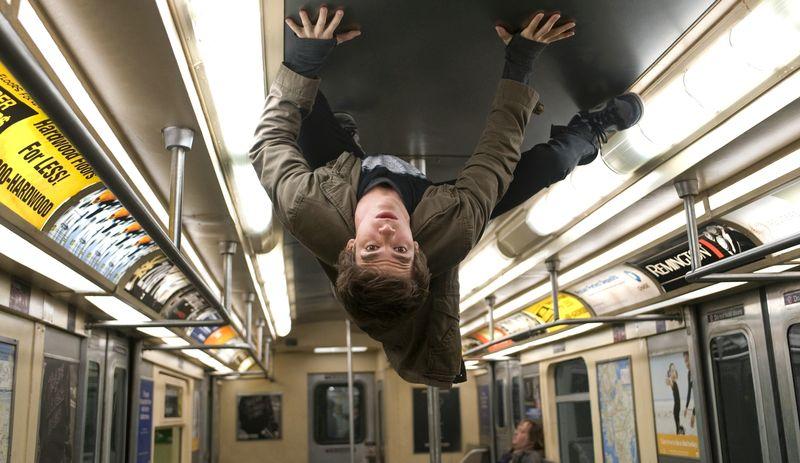 Nachdem er von einer genmanipulierten Spinne gebissen wurde, verfügt Peter Parker (Andrew Garfield) plötzlich über außergewöhnliche Kräfte. Die muss er erst einmal in den Griff bekommen.