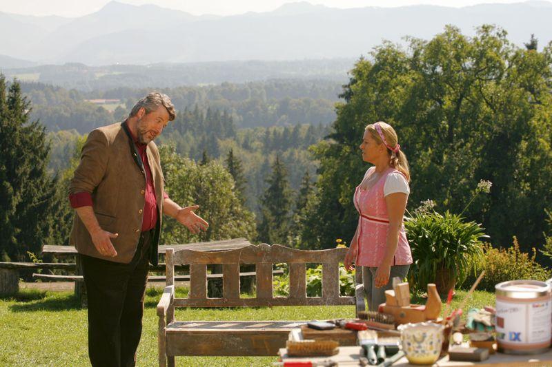Schöne Aussichten gibt es ab 28. September immer dienstags, 19.25 Uhr, im Zweiten: Kommissar Stadler (Dieter Fischer) hat sich bei Marie (Karin Thaler) beim Frühstück im schönsten Idyll des Hofer-Anwesens.