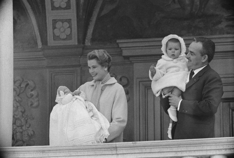 Wie glücklich ihre Ehe war, darüber wird bis heute spekuliert. Doch sie hielt 26 Jahre, bis Gracia Patricia von Monaco am 14. September 1982 tödlich verunglückte und Fürst Rainier III. zum Witwer wurde. Silberhochzeit wurde im Fürstentum seit 1981 keine mehr gefeiert.