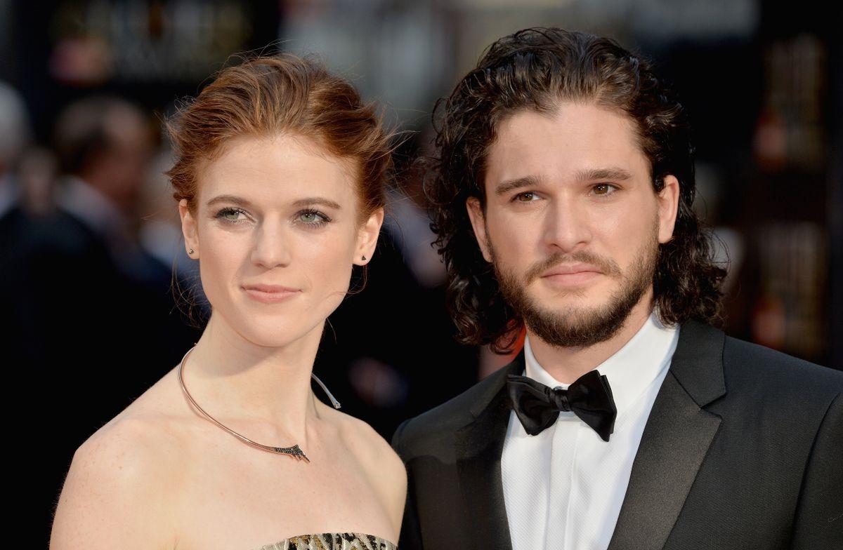 """Die beiden """"Game of Thrones""""-Stars Rose Leslie und Kit Harington sind seit 2016 offiziell ein Paar, am 23. Juni 2018 heirateten sie. Nun wurden die beiden mit ihrem ersten gemeinsamen Kind gesichtet."""