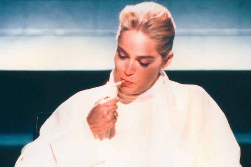 """Es war nicht weniger als Sharon Stones großer Durchbruch: Durch ihre Rolle der Catherine Tramell im Erotikthriller """"Basic Instinct"""" (1992) wurde sie über Nacht weltweit berühmt."""