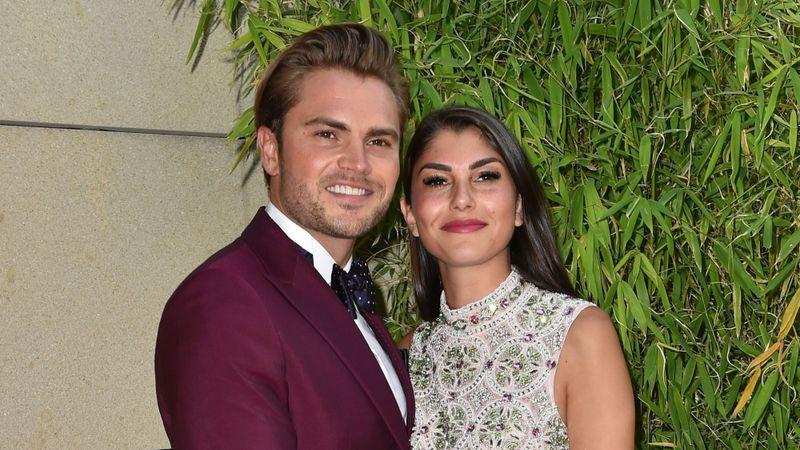 Seit 2020 sind Johannes Haller und Jessica Paszka ein Paar. An Heiligabend folgte die Verlobung, und nun kam ihr erstes gemeinsames Kind zur Welt.