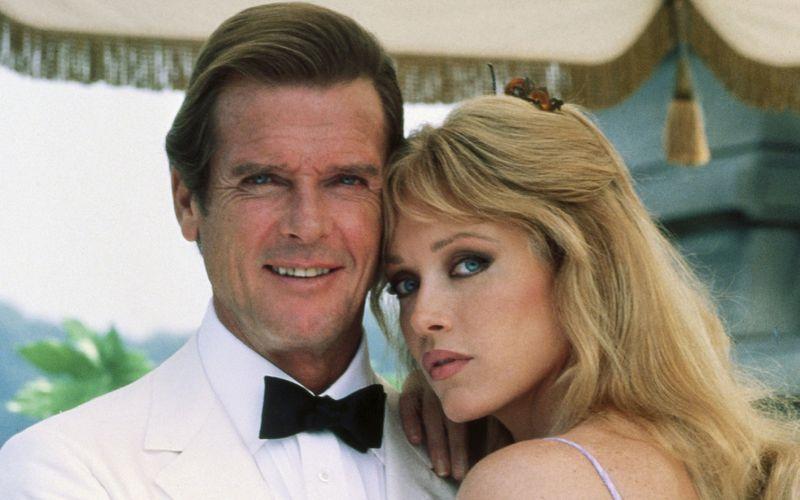 """Tanya Roberts spielte unter anderem in der TV-Sitcom """"Die wilden Siebziger"""" als auch als Bond-Girl in """"James Bond 007 - Im Angesicht des Todes"""" an der Seite von Roger Moore (Bild)."""