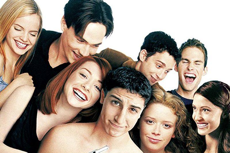 """Am 9. Juli 1999 startete die High-School-Komödie """"American Pie"""" in den Kinos und machte die Clique um Jim, Oz, Kevin und Finch über Nacht zu Stars. Aus dem Pakt der vier Jungs, in der Abschlussballnacht die Unschuld zu verlieren, wurde am Ende eine ganze Reihe. Doch was machen die Darsteller der Originalbesetzung heute?"""