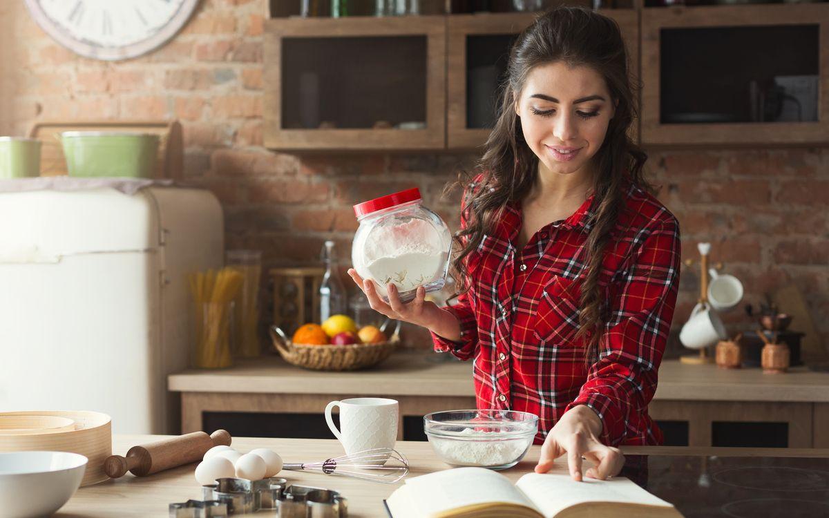 Butter, Eier, Zucker, Milch und Mehl - das sind die Grundzutaten der meisten herkömmlichen Kuchen. Doch wussten Sie, dass Sie viele davon mit einfachen Alternativen ersetzen können? Wir verraten Ihnen, welche Ersatzprodukte infrage kommen ...