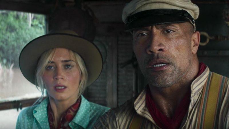 """In """"Jungle Cruise"""" verkörpert Emily Blunt eine britische Forscherin, die auf die Hilfe eines eigenartigen Amazonas-Skippers (Dwayne Johnson) angewiesen ist."""
