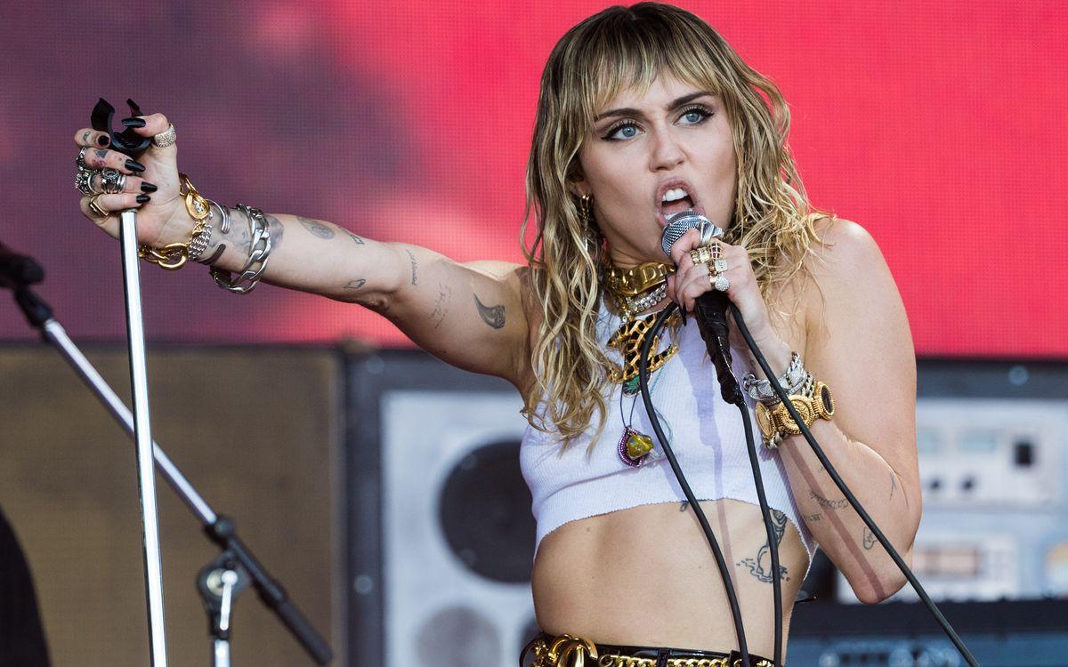 Im Juni noch erzählte Miley Cyrus, sie sei seit sechs Monaten nüchtern. Doch während der Pandemie erlitt die Sängerin offenbar einen Rückfall.