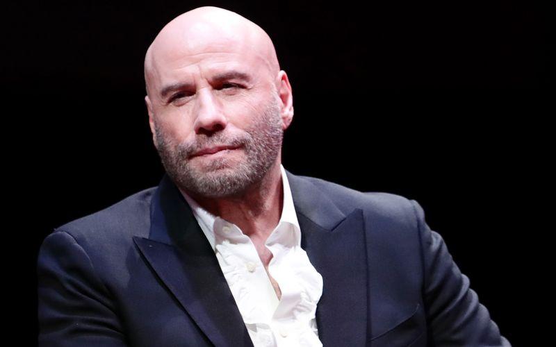 """An Silvester 2018 hätte er die Idee gehabt, so John Travolta gegenüber """"People"""", mal was Neues zu probieren. Und die Reaktionen auf seine Glatze waren positiv: """"Es fühlt sich gut an"""", erklärte der """"Pulp Fiction""""-Star bezüglich seiner neuen Frisur."""