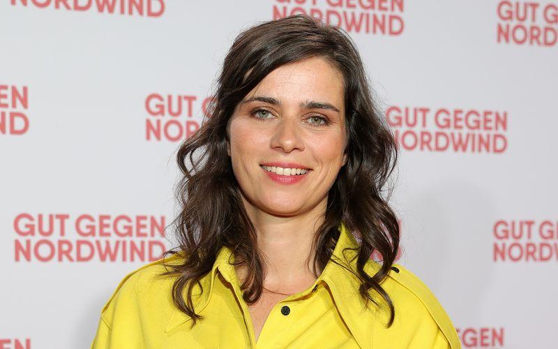 """""""Tatort""""-Schauspielerin Nora Tschirner erzählt die neue ARTE-Wissensserie """"42 - Die Antwort auf fast alles""""."""