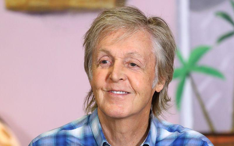 Schon lange wird Paul McCartney nach einer Autobiografie gefragt. Nun veröffentlicht der Ex-Beatle ein zweiteiliges Werk voller Songtexte, das von seinem Leben und seiner Karriere erzählt.