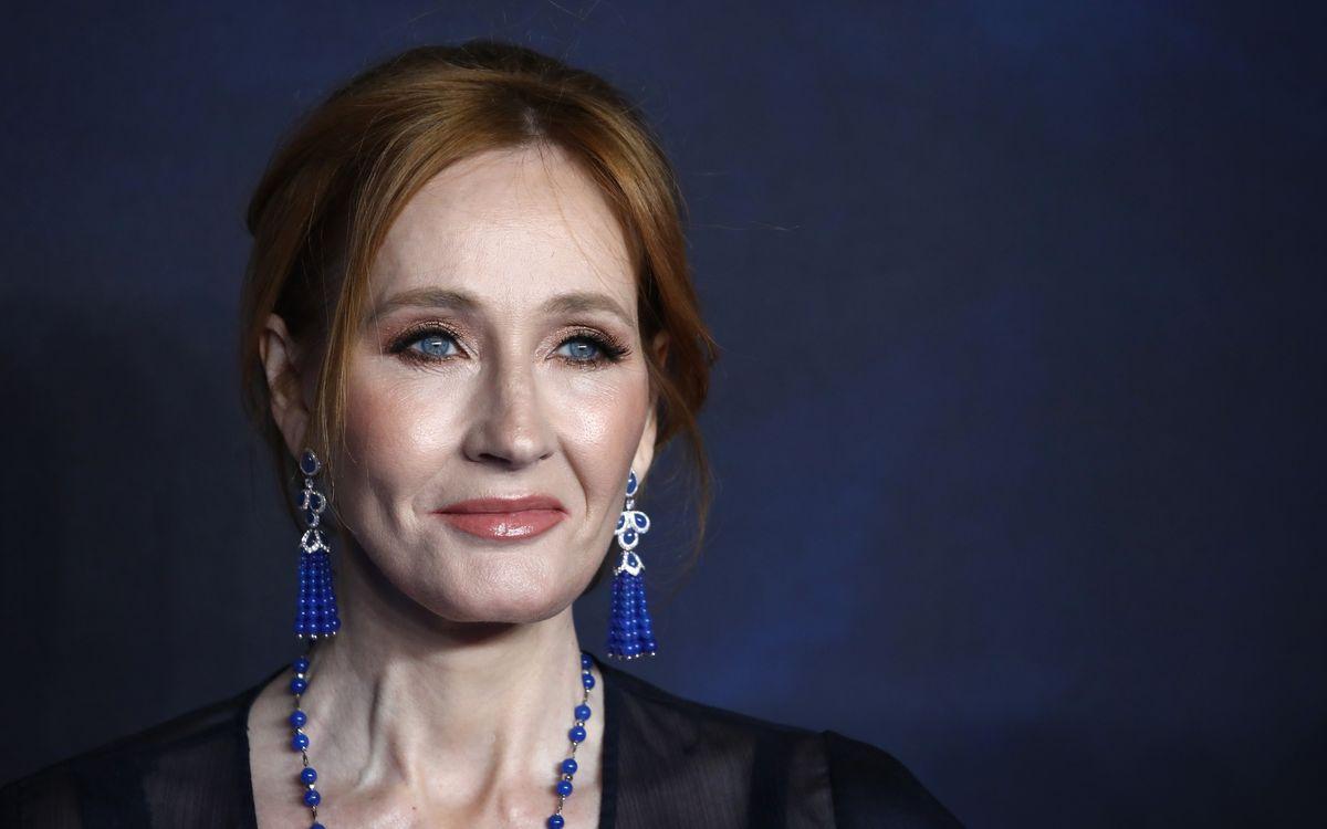 J.K Rowling hatte mit ihren Aussagen über Transmenschen im Sommer für einen Shitstorm gesorgt, der jetzt noch Nachwirkungen zeitigt.