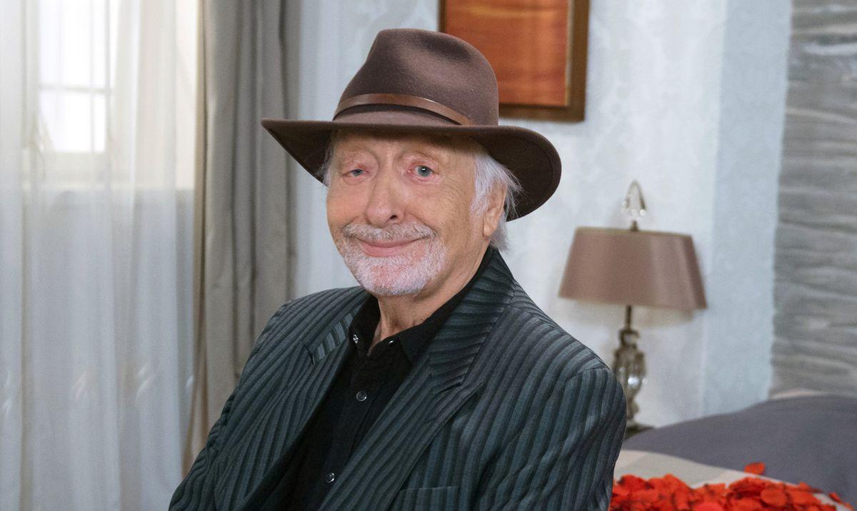 """Karl Dall sollte in der ARD-Daily """"Rote Rosen"""" die Gastrolle des Rockmusikers Richie Sky übernehmen. Nun starb der Schauspieler und Komiker infolge einer Hirnblutung."""