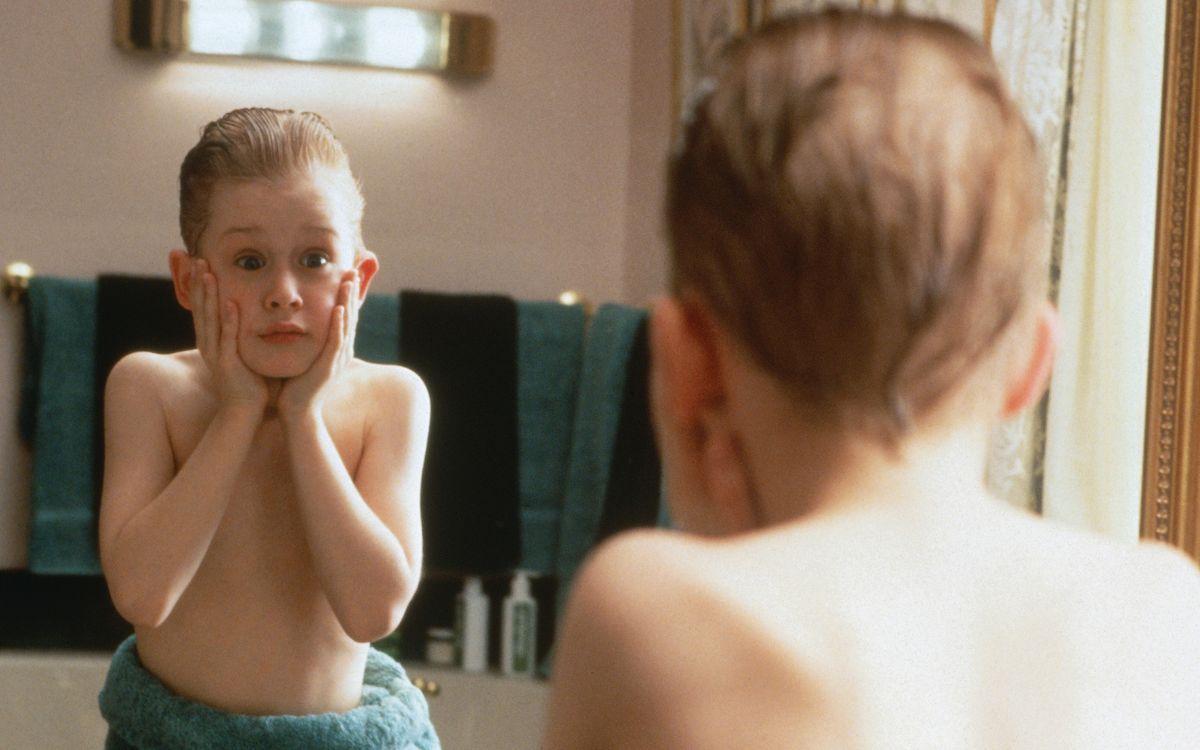 """Ach du Schreck! Es ist tatsächlich schon 30 Jahre her, dass """"Kevin - Allein zu Haus"""" in die US-Kinos kam. Die Komödie über einen achtjährigen Jungen, der aus Versehen von seiner Familie bei der Abreise in die Weihnachtsferien vergessen wird, gilt heute als Komödienklassiker. Die Galerie zeigt, was aus den Darstellern wurde ..."""