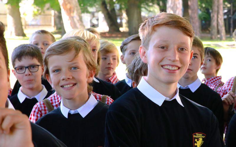 Insgesamt 170 Jungen singen beim Tölzer Knabenchor. Die Proben laufen aufgrund der Corona-Pandemie anders ab als gewohnt. Auch in finanzieller Hinsicht wird es allmählich eng für die bayerische Kulturinstitution, die auf der ganzen Welt einen hervorragenden Ruf genießt.