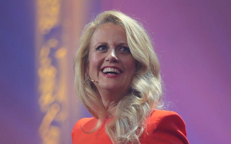Barbara Schoeneberger moderiert die Verleihung der Deutschen Fernsehpreise 2021 in Köln. RTL überträgt die Gala, bei der Trophäen in 30 Kategorien verteilt werden.