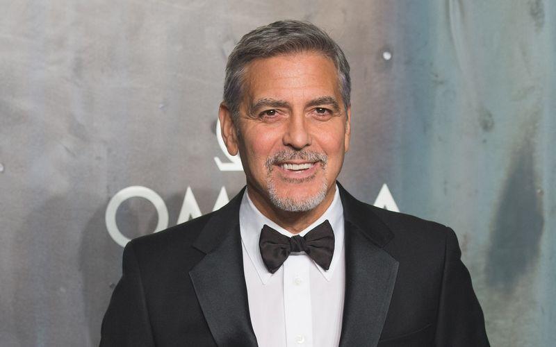 Prämierter Filmemacher, begnadeter Schauspieler, charmanter Gentleman: George Clooney hat in den letzten Jahrzehnten die Herzen von Filmfans und Frauen gleichermaßen im Sturm erobert. Am 6. Mai wird der Hollywoodstar 60 Jahre alt. Zehn Gründe, warum wir George Clooney lieben, zeigt die Galerie.