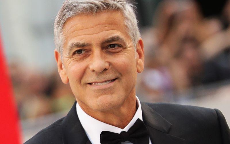 """Pünktlich zu seinem 60. Geburtstag am 6. Mai würdigt kabel eins George Clooney am Mittwoch, 5. Mai, gleich zweifach und zeigt zuerst den dritten Teil der beliebten """"Ocean's""""-Reihe und im Anschluss dann """"Die George Clooney Story""""."""