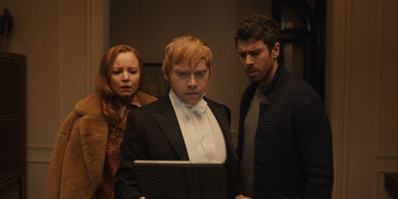 Dorothy (Lauren Ambrose), Julian (Rupert Grint, Mitte) und Sean (Toby Kebbell) versuchen herauszufinden, wo das Kindermädchen abgeblieben ist.
