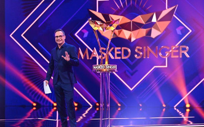 """Für Moderator Matthias Opdenhövel und die erfolgreiche Musikshow """"The Masked Singer"""" geht es am 16. Februar bereits in die vierte Staffel. In welche Kostüme sich die Promis zwängen? ProSieben lädt die Fans zum Rätseln ein."""
