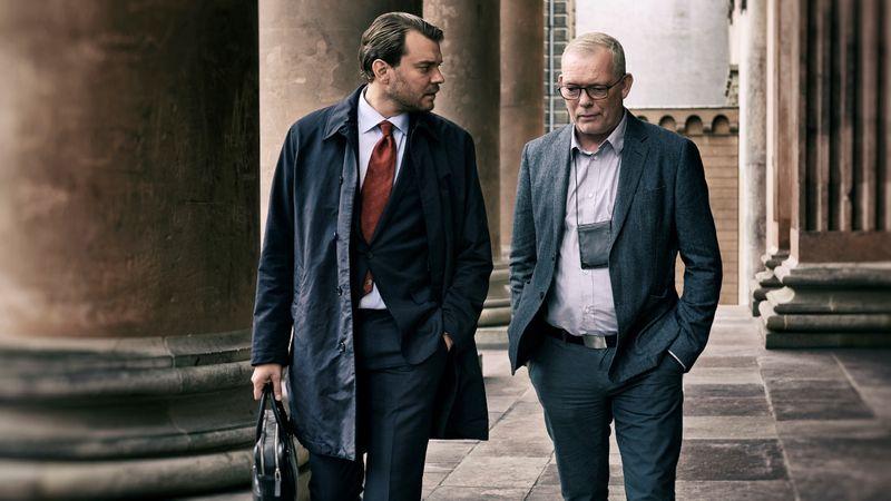 """Dänisches Krimi-Meisterstück """"The Investigation"""" bei TVNOW: Søren Malling als Leiter des Morddezernats und Pilou Asbæk (""""Game of Thrones"""") als Staatsanwalt wollen den - 2017 tatsächlich passierten - Mord an Kim Wall aufklären."""
