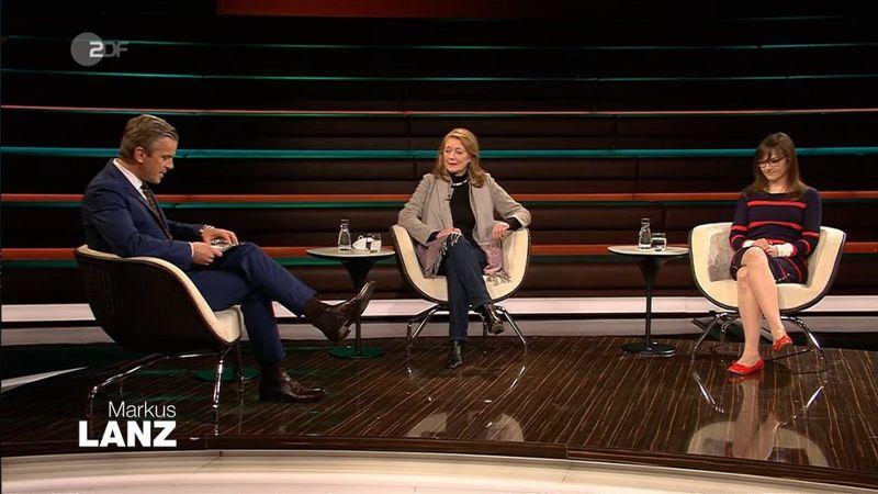 Gastgeber Markus Lanz im Gespräch mit der Virologin Helga Rübsamen-Schaeff (Mitte) und der Landärztin Dr. Ulrike Koock.