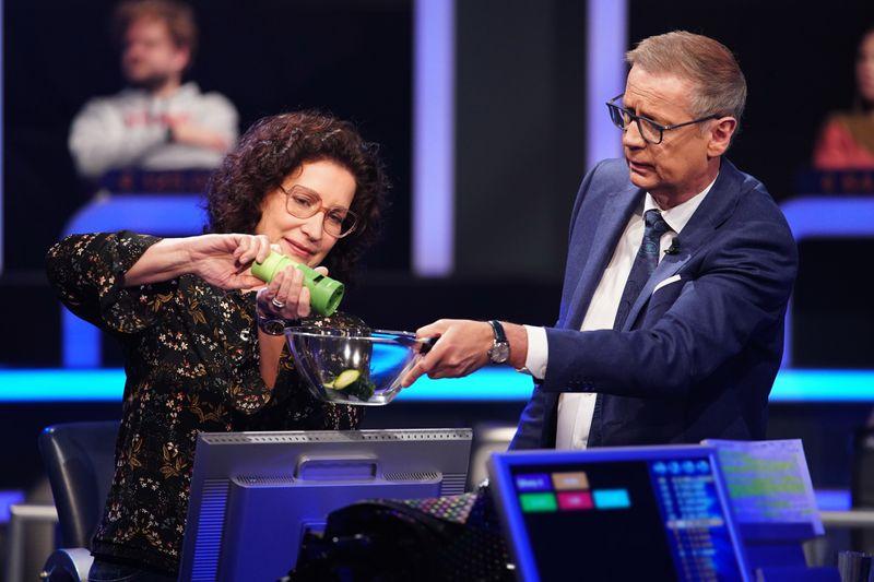 """Teleshopping mit Jauch? Beim """"Wer wird Millionär?""""-Zockerspecial sah es am Freitagabend kurzzeitig so aus."""