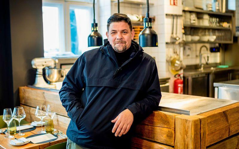 """Spezialitäten aus Deutschland und Österreich stehen in der sechsten Staffel """"Kitchen Impossible"""" im Fokus: Tim Mälzer misst sich wieder mit wechselnden Sterneköchen an Herd und Kochtopf."""