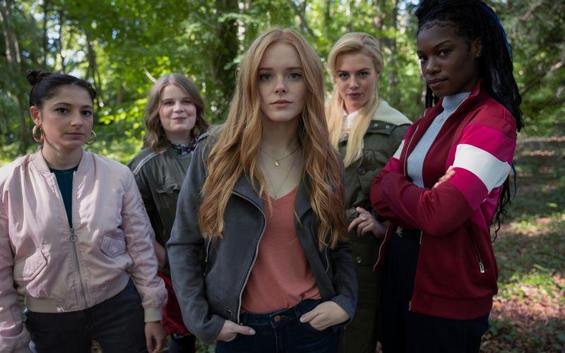 """""""Fate: The Winx Club"""" erzählt die Geschichte fünf junger Feen. Von links: Musa (Saga Elisha Applebaum), Terra (Eliot Salt), Bloom (Abigail Cowen), Stella (Hannah van der Westhuysen) und Aisha (Precious Mustapha)."""