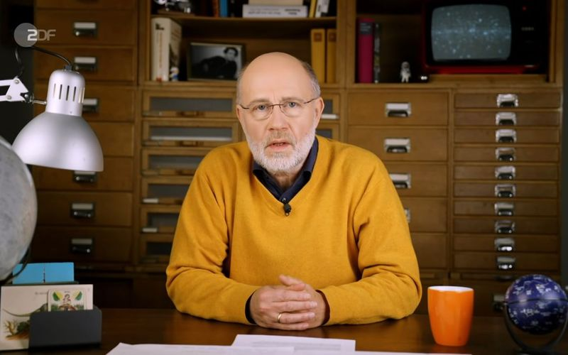 """""""Macht uns die Corona-Impfung krank?"""" - Diese Frage versucht Harald Lesch in seinem jüngsten YouTube-Video zu beantworten."""