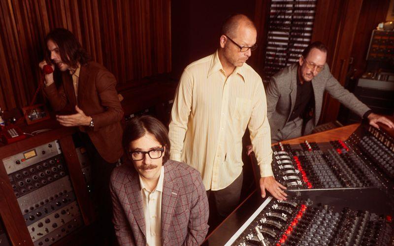 """Sie gehörten zu den großen Alternative-Stars der 90-er, inzwischen interessieren sie sich mehr für das, was davor war: Weezer haben mit """"OK Human"""" ein Album angekündigt, das von den Beach Boys inspiriert wurde."""
