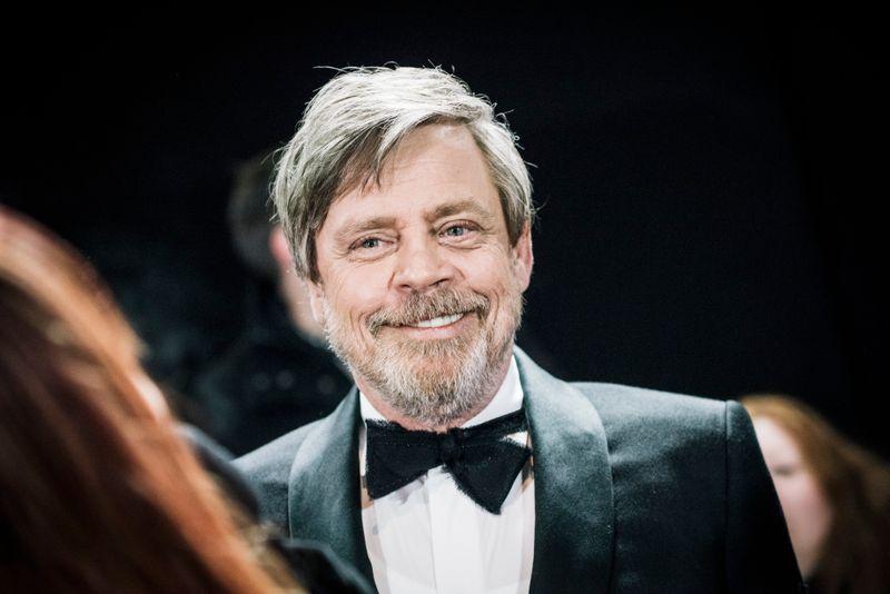 """Mark Hamill spielt Luke Skywalker seit Jahrzehnten - dass man ihn vor allem für diese Rolle kennt, scheint den Schauspieler nicht zu stören. Zuletzt sah man ihn in der """"Star Wars""""-Serie """"The Mandalorian"""" - allerdings in digital verjüngter Gestalt."""