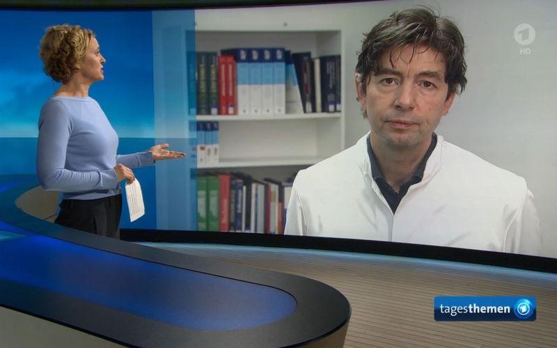 """Christian Drosten stand am Mittwochabend der """"Tageschau""""-Moderatorin Caren Miosga Rede und Antwort."""