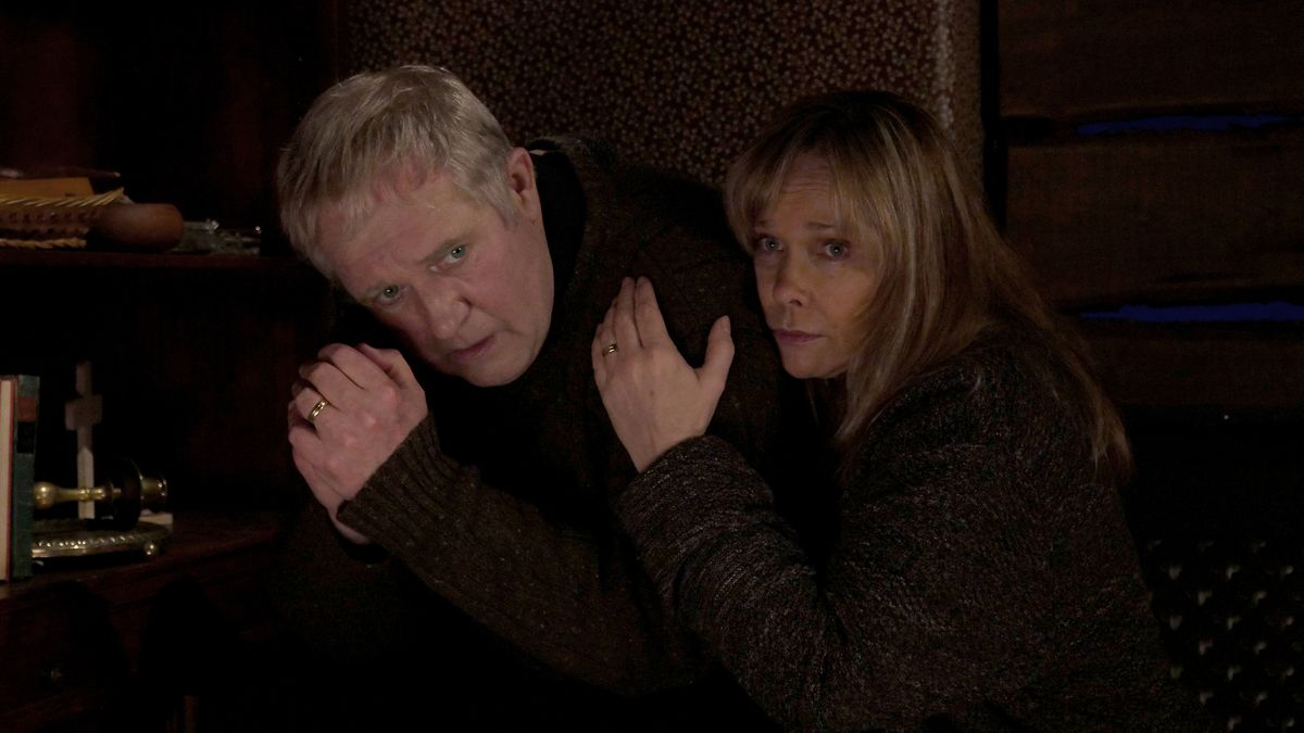 Pfarrer Manfred Bahnert (Harald Krassnitzer) und seine Frau Claudia (Ann-Kathrin Kramer) geraten in die Gewalt von brutalen Gefängnisausbrechern, die ausgerechnet in ihrer Kirche nach versteckten Diamanten suchen.