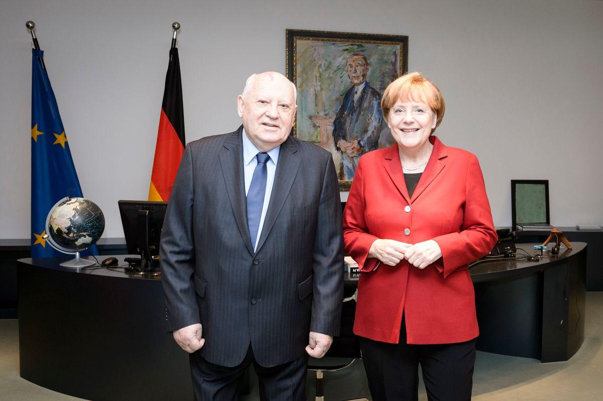 Kanzlerin Angela Merkel würdigte die Lebensleistung von Michail Gorbatschow immer wieder.