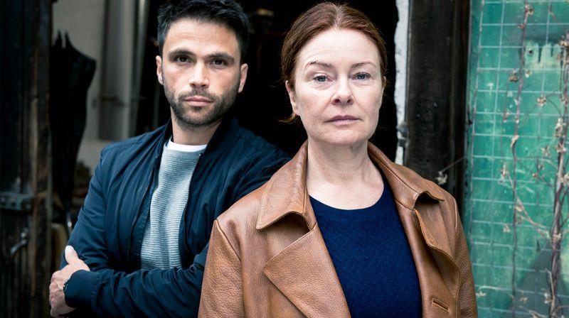 """""""Treibjagd"""" heißt die sechste Folge des Donnerstagskrimis """"Die Füchsin"""" mit Lina Wendel und Karim Cherif im Ersten. Es geht um Erpressung im Polieimilieu."""