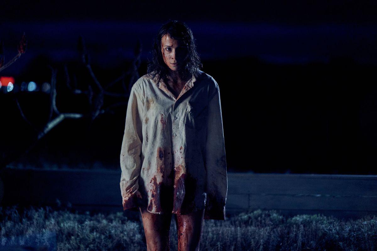 """Aylin Tezel gibt in der düsteren Thrillerserie """"Unbroken"""" eine Kommissarin, die kurz vor Ende ihrer Schwangerschaft entführt wird. Als sie aufwacht, ist ihr ungeborenes Kind nicht mehr da."""