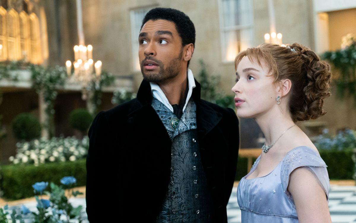 Die Geschichte von Simon Basset (Regé-Jean Page) und Daphne Bridgerton (Phoebe Dynevor) avancierte zum Netflix-Hit - auch, weil die Serie nicht mit nackter Haut geizt.