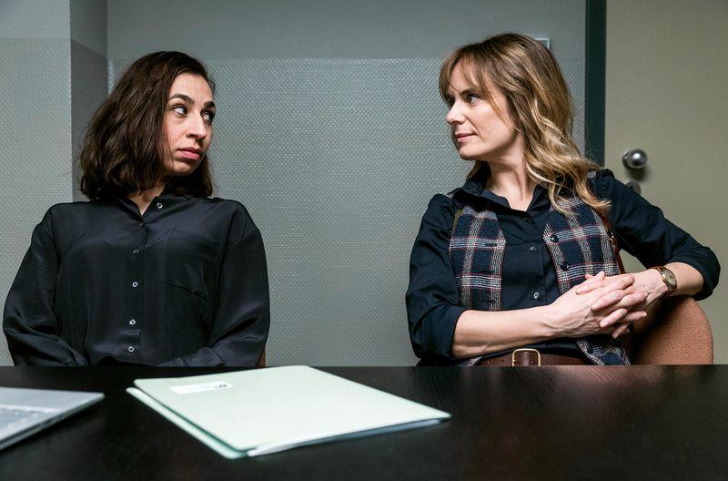 Die Kommissarinnen Isabelle Grandjean (Anna Pieri Zuercher, reechts) und Tessa Ott (Carol Schuler) ermitteln im Fall eines ermordeten Schokoladenfabrikanten.