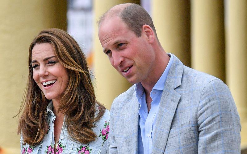 Dass er einmal König werden würde, wusste Prinz William schon vor seinem Schulabschluss. Doch verleitete ihn das zur Faulheit? Wie William, seine Frau Kate und der Rest der royalen Verwandtschaft in ihren Abschlussprüfungen abschnitten, verraten wir hier.