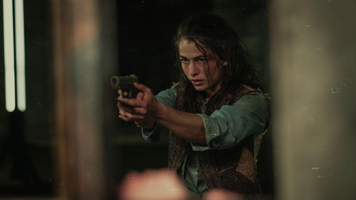 Lliv (Henriette Confurius) kommt eigentlich von der Armbrust, aber im Notfall tut es auch eine Feuerwaffe.