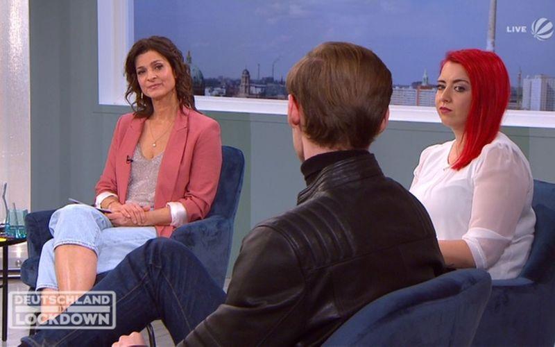 Marlene Lufen (links) sprach unter anderem mit Schülersprecher Alexander Löher (18) aus Bayern und der Bloggerin Charis Krüger.