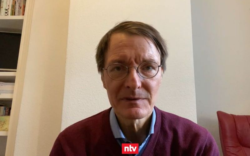 """""""Wir impfen gegen die Zeit"""", erklärte Karl Lauterbach in einem Gespräch mit ntv."""
