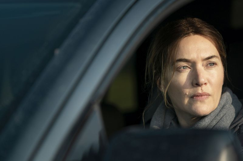 """""""Ich habe jede Menge 'True-Crime-Dokus' angeschaut und habe mir gleichzeitig auf YouTube Filmmaterial angesehen"""": Kate Winslet hat sich akribisch auf ihren Part in """"Mare of Easttown"""" vorbereitet. Die siebenteilige Miniserie ist voraussichtlich ab 21. Mai bei Sky zu sehen."""