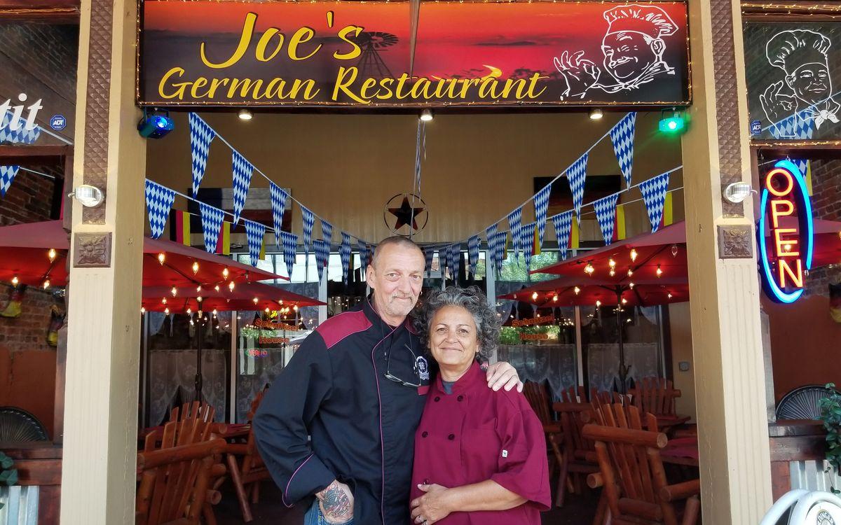 """Durch die VOX-Reality """"Goodbye Deutschland! - Die Auswanderer"""" wurde Werner Boesel (hier mit seiner Frau Christine) bekannt. Nach schwerer Krankheit verstarb der Wahltexaner nun am Sonntagabend."""