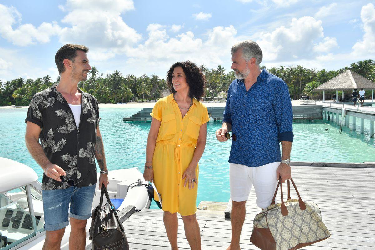 Auf den Malediven lässt es sich doch aushalten! Hanna (Barbara Wussow) ist auf dem Schiff von Kapitän Max Parger (Florian Silbereisen, links) und Staffkapitän Martin Grimm (Daniel Morgenroth) zu Gast.