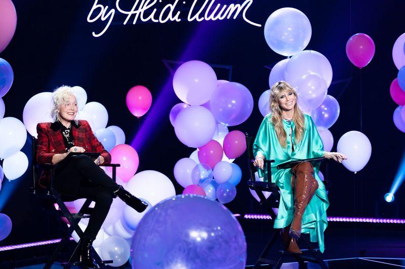 """""""Wir können ja auch das Ganze mal nackt machen!"""" Starfotografin Ellen von Unwerth (links) und Heidi Klum zogen blank."""
